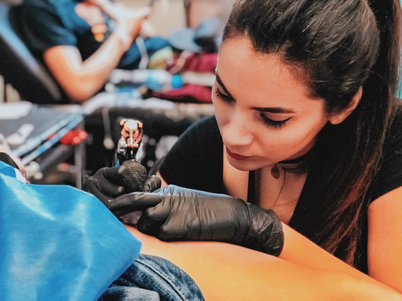 Tatuadora Estefania Antunez nos cuenta que se peude vivir del arte