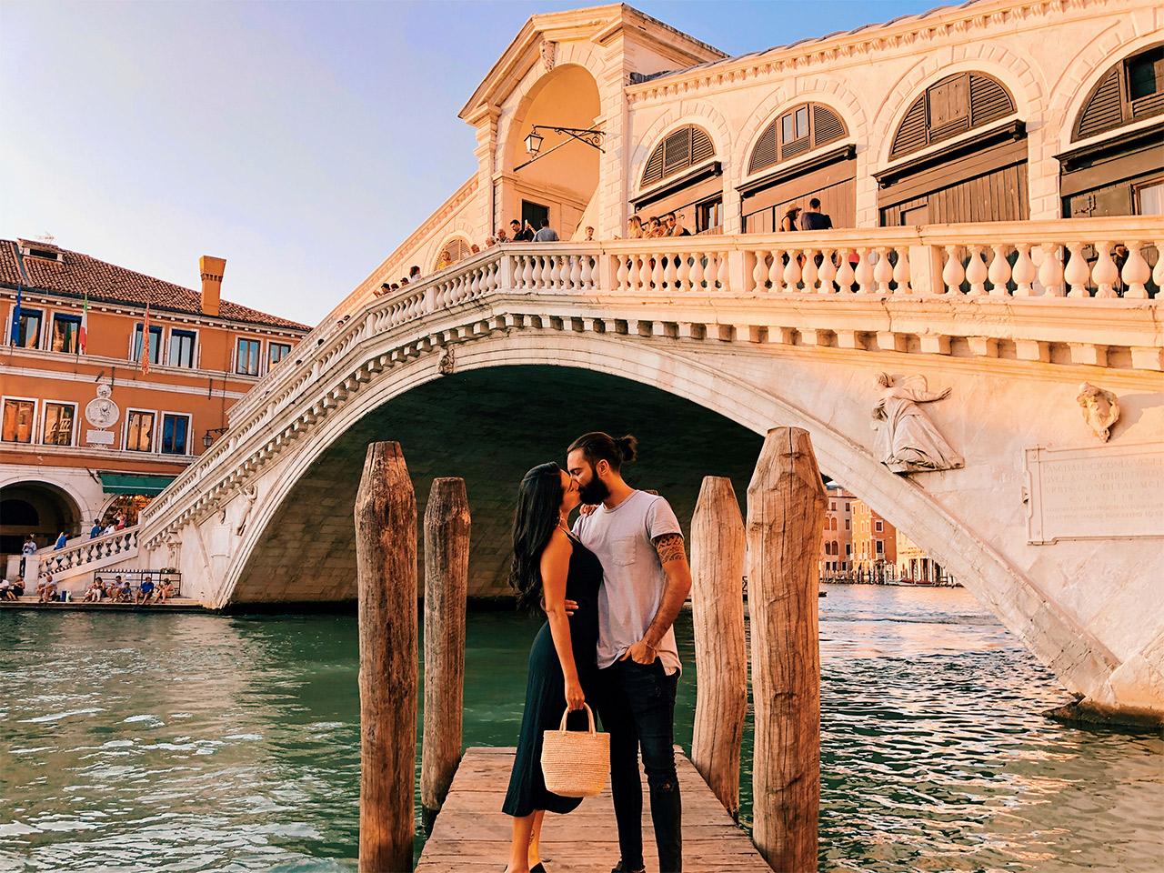 Puente-Rialto-en-Venencia,-que-ver-en-Venecia,-indispensables-en-Venecia
