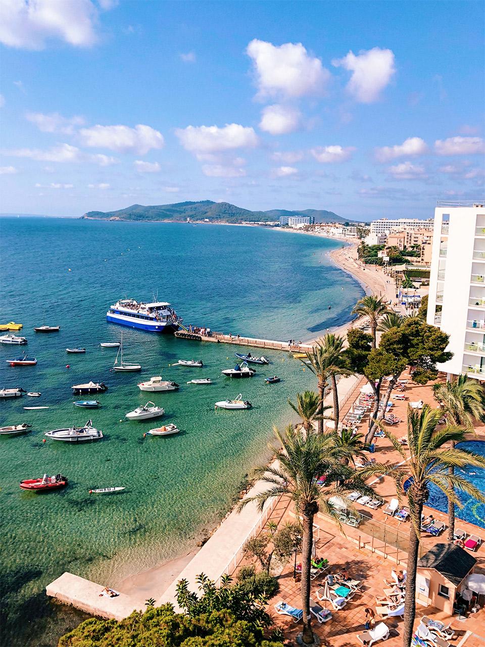 donde-alojarse-en-Ibiza-hoteles-con-mejores-vistas-en-Ibiza-Hotel-Sirenis-Goleta-Spa-en-Ibiza-hoteles-hermosos-en-Ibiza
