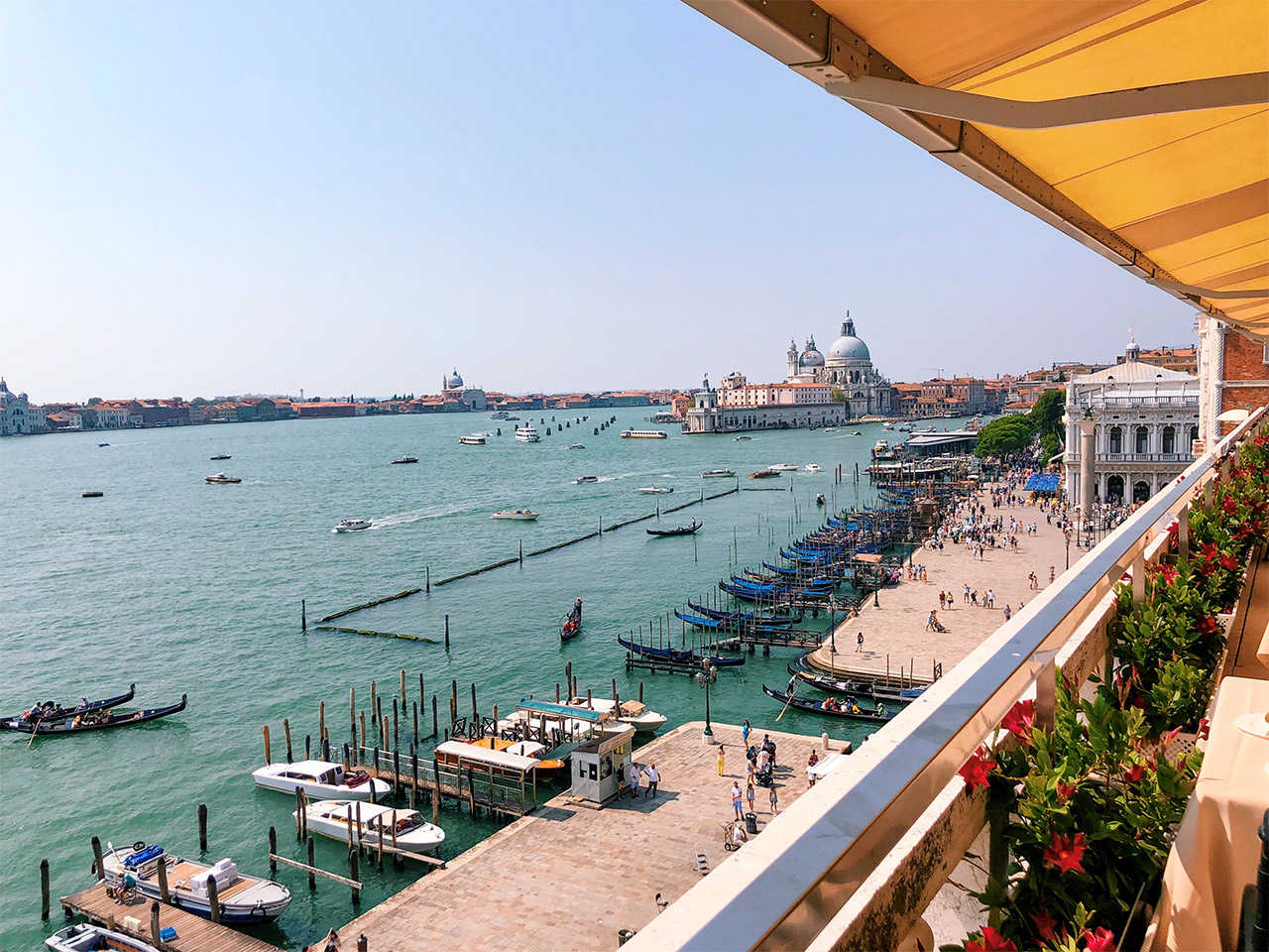 las-mejores-vistas-de-Venecia,-los-mejores-restaurantes-de-Venecia,-Terraza-del-Hotel-Dianeli