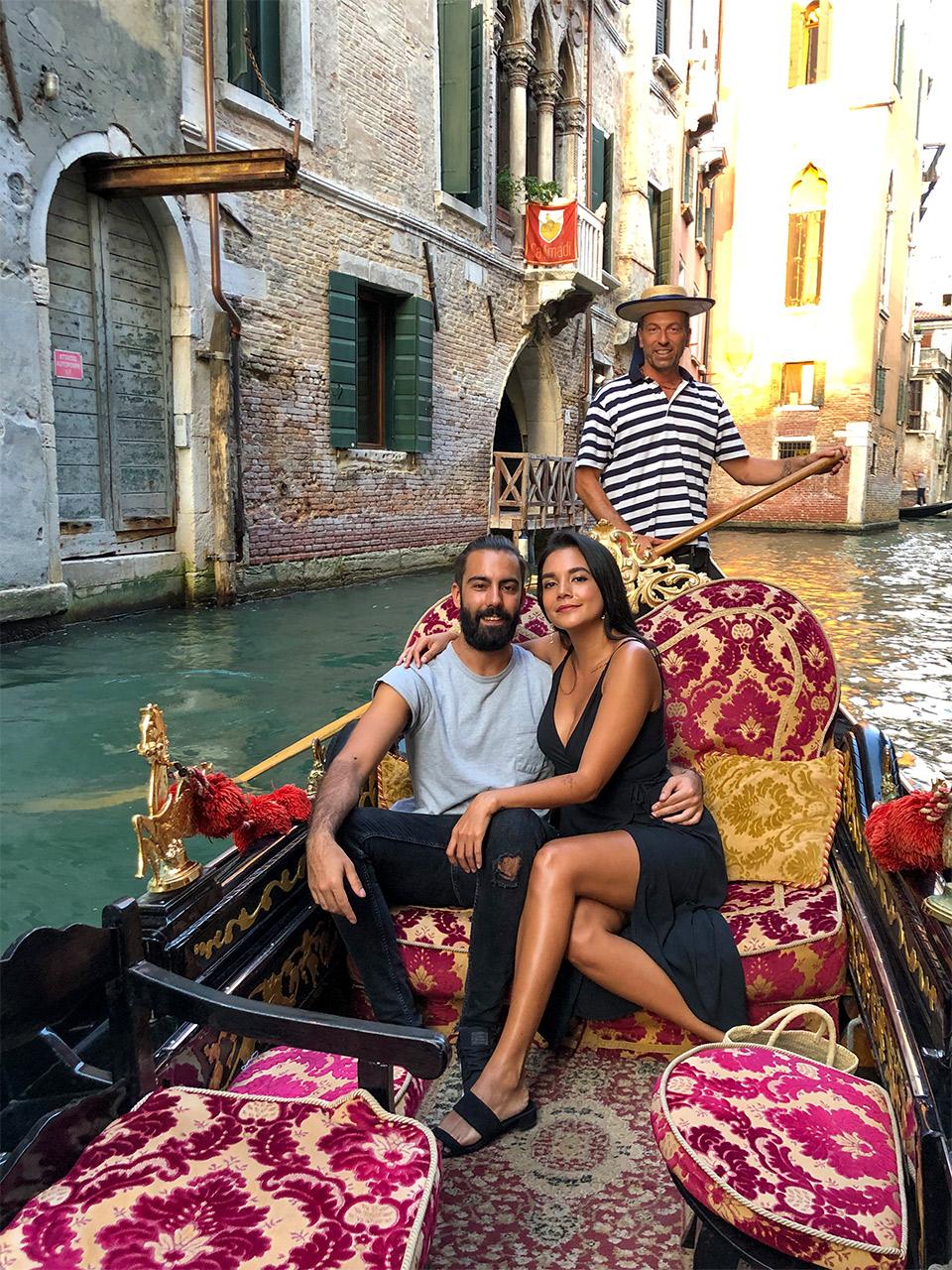 que-hacer-en-Venecia,-cuanto-cuesta-un-paseo-en-gondola-en-Venecia,-paseo-en-gondola-por-2-euros-en-Venencia