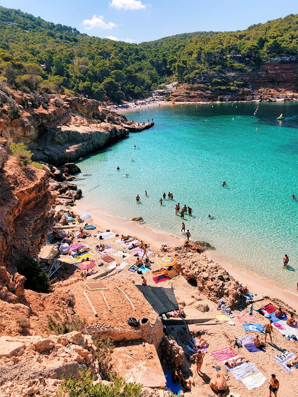 que-visitar-en-Ibiza-que-playas-y-calas-visitar-en-Ibiza-tips-par-viajar-a-Ibiza